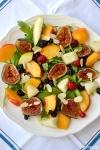 Food_Insalata_rucola_fichi_pesche_mandorle