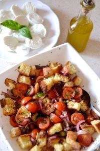 Food_Insalata di pane e verdure