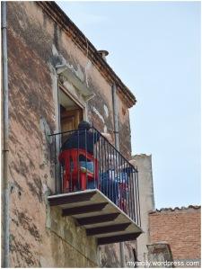 Interesante_Chiacchierata sul balcone